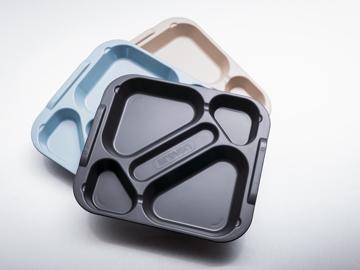 Innovadora bandeja de cinco compartimentos para la restauración social de ARAVEN