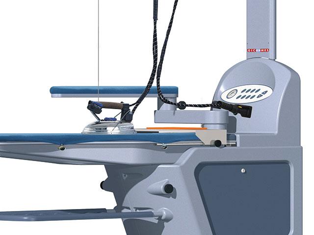 Serviberica: Mesa de planchado industrial ergonómica